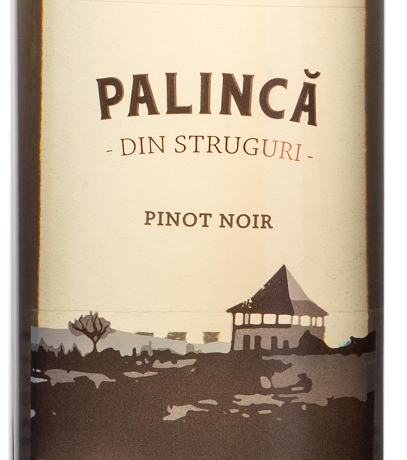 Palinca_prune_pinot_noir_butoi_stejar